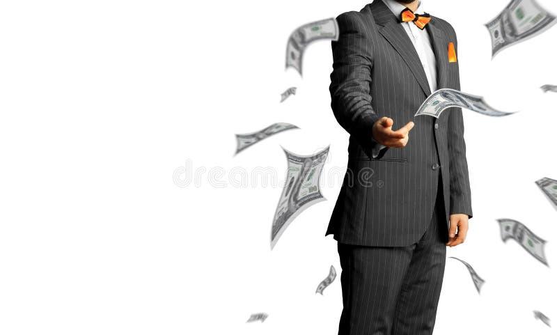 O homem de negócios em um terno joga muito dinheiro isolado nos vagabundos brancos fotografia de stock