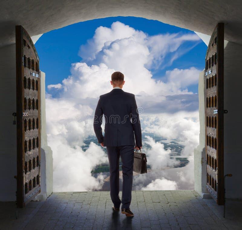 O homem de negócios encontrou a saída, conceito fotos de stock