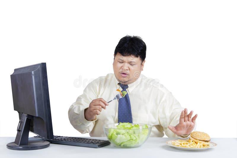 O homem de negócios excesso de peso evita a comida lixo 1 foto de stock royalty free
