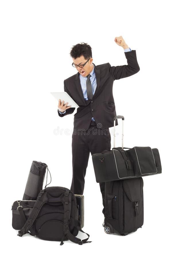 O homem de negócios irritado faz um punho fotos de stock