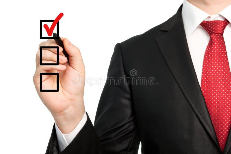Download Homem De Negócios Isolado Em Um Terno Que Guardara Uma Pena E Que Escreve O Che Vermelho Foto de Stock - Imagem de carreira, gerente: 29834236