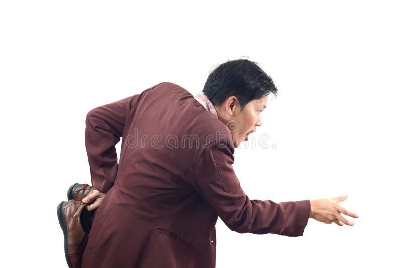 O homem de negócios louco que guarda sapatas e parte traseira da haste dentro, não me obtém foto de stock royalty free