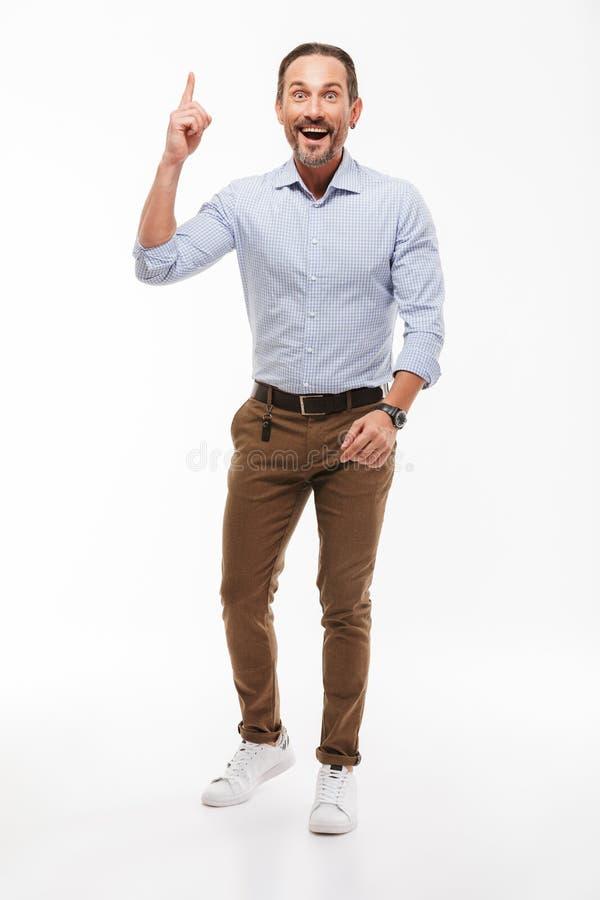 O homem de negócios maduro considerável entusiasmado feliz tem apontar da ideia fotos de stock royalty free