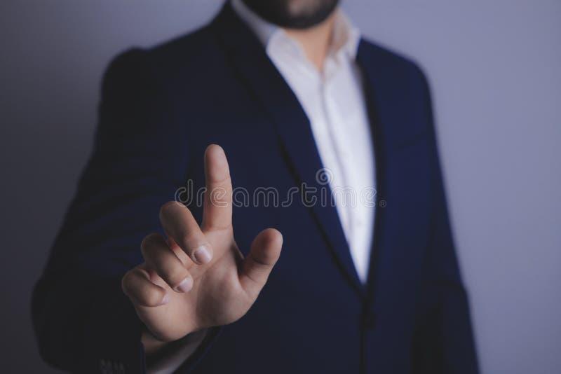 O homem de negócios mostra рука imagem de stock royalty free