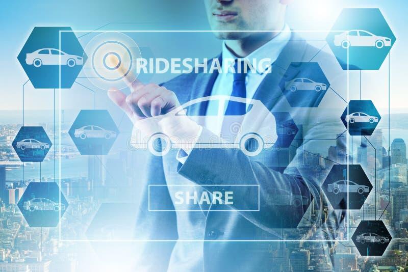 O homem de negócios no conceito carpooling e de carsharing ilustração stock