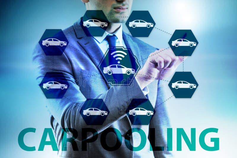 O homem de negócios no conceito carpooling e de carsharing foto de stock royalty free