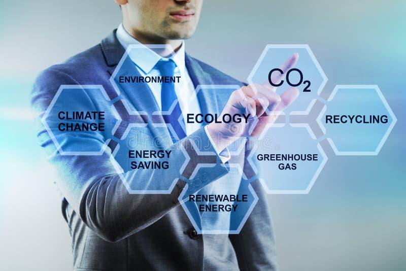 O homem de negócios no conceito da ecologia e do ambiente imagem de stock