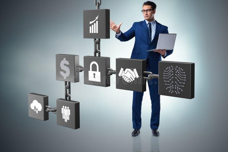 O homem de negócios no conceito do cryptocurrency do blockchain fotografia de stock royalty free