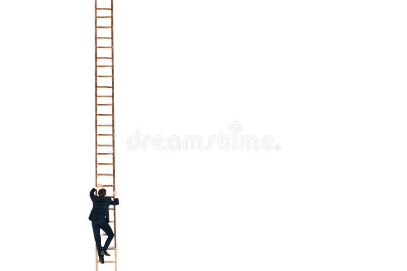 O homem de negócios no terno preto levanta acima a escada Carreira e crescimento no conceito do negócio Fundo branco imagem de stock royalty free