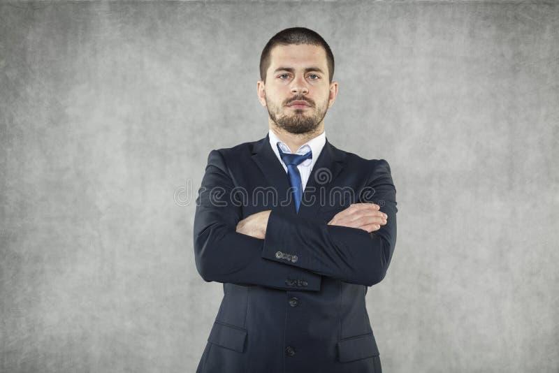 O homem de negócios novo está muito seguro foto de stock royalty free