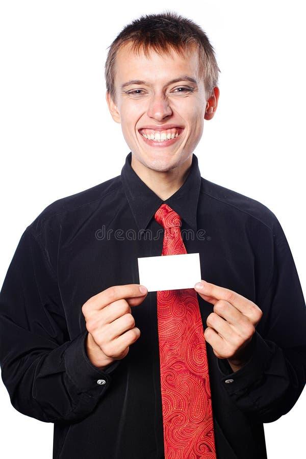O homem de negócios novo prende um cartão vazio imagem de stock royalty free