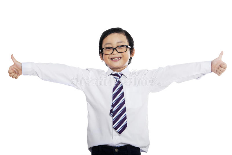 O homem de negócios pequeno mostra gestos APROVADOS fotos de stock