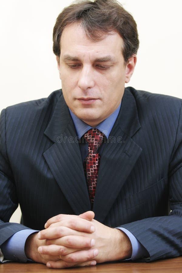 Download O Homem De Negócios Perdeu Nos Pensamentos Imagem de Stock - Imagem de povos, camisa: 12802829