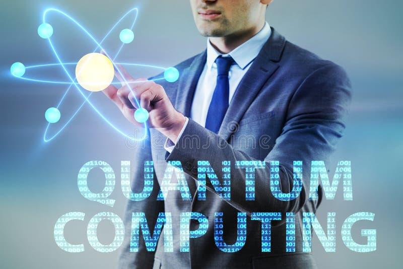 O homem de negócios que pressiona o botão virtual no conceito da computação de quantum fotografia de stock royalty free