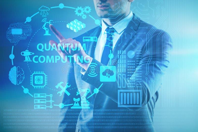 O homem de negócios que pressiona o botão virtual no conceito da computação de quantum imagem de stock royalty free