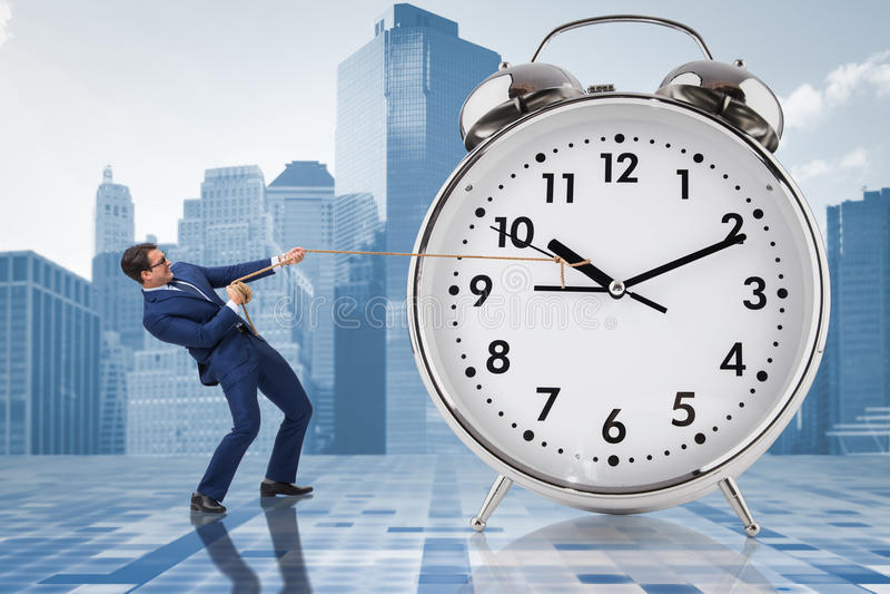O homem de negócios que puxa o conceito da gestão do pulso de disparo a tempo imagem de stock royalty free