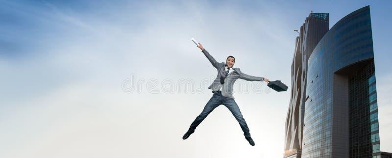 O homem de negócios que salta na alegria foto de stock royalty free