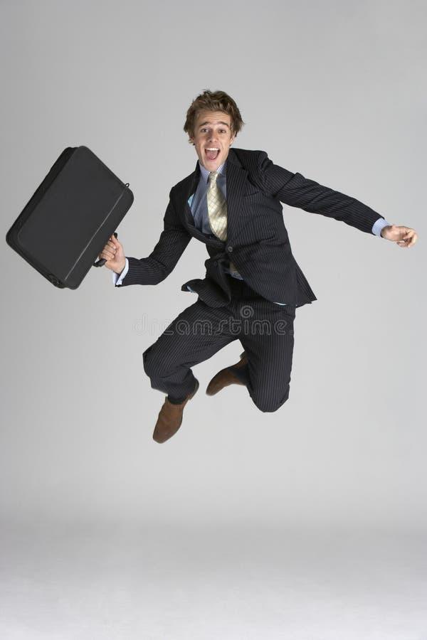 O homem de negócios que salta no ar fotografia de stock royalty free