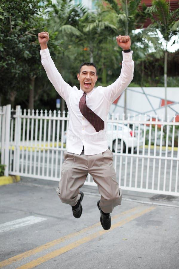 O homem de negócios que salta para a alegria imagem de stock
