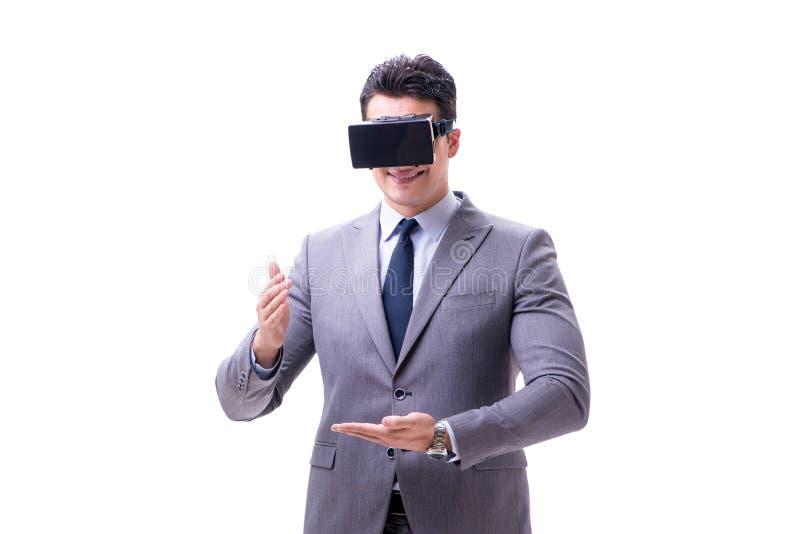 O homem de negócios que veste os vidros do vr da realidade virtual isolados no branco fotografia de stock