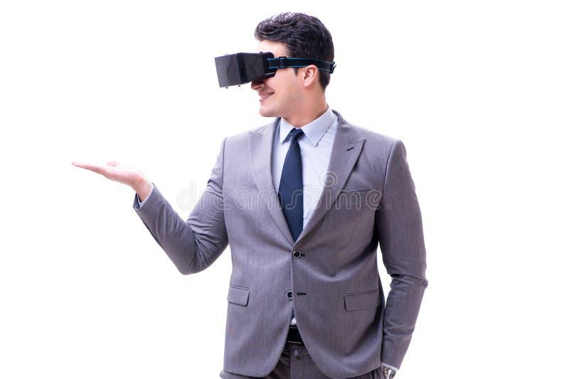 O homem de negócios que veste os vidros do vr da realidade virtual isolados no branco fotos de stock