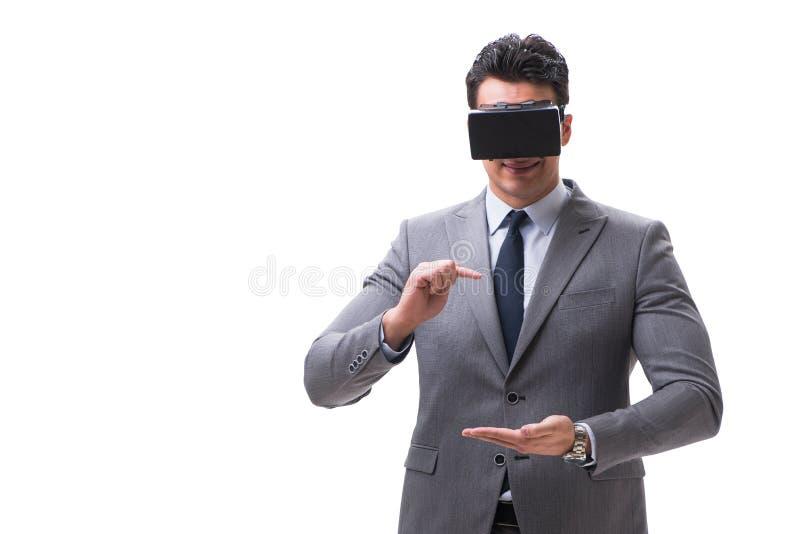 O homem de negócios que veste os vidros do vr da realidade virtual isolados no branco fotografia de stock royalty free