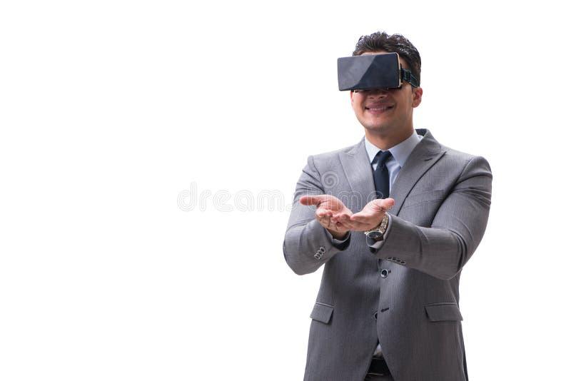 O homem de negócios que veste vidros do vr da realidade virtual no branco fotografia de stock royalty free
