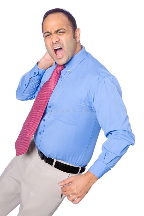 O homem de negócios sofre da dor da garganta e do ombro foto de stock