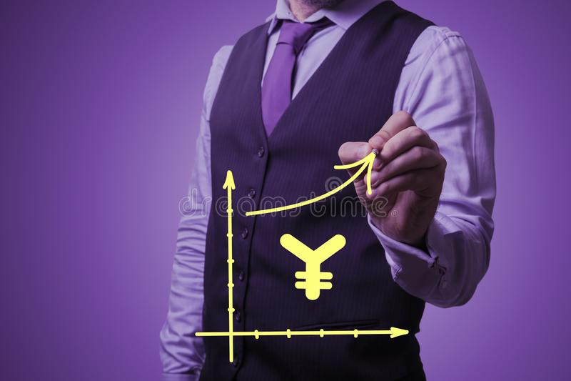 O homem de negócios tira o crescimento dos ienes chineses foto de stock royalty free