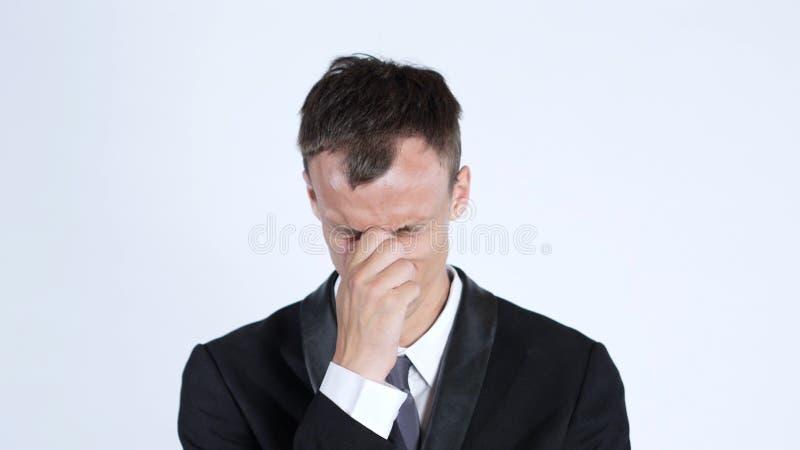 O homem de negócios triste do retrato um cobre sua cara, perda, stressd, comprimido imagens de stock royalty free