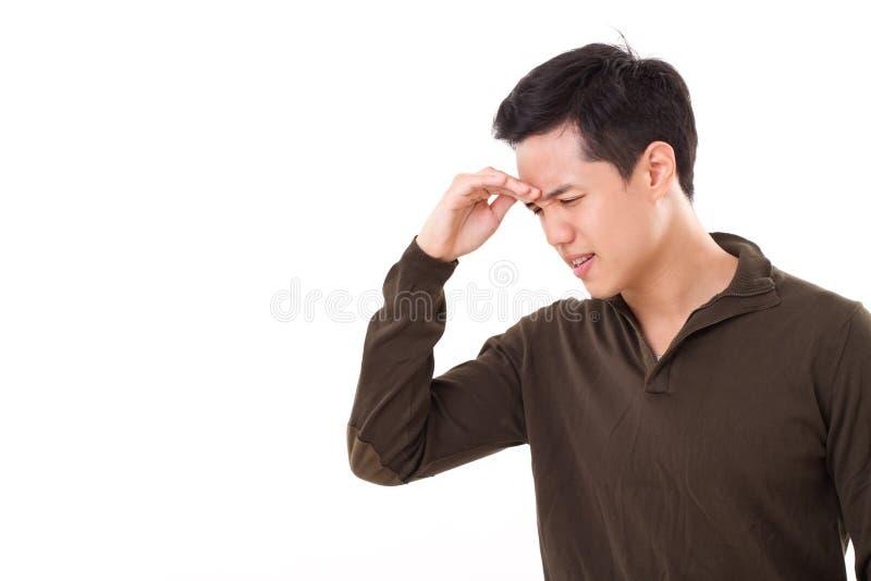 O homem doente, forçado sofre da dor de cabeça imagens de stock royalty free