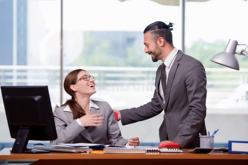 O homem e a mulher no conceito do negócio fotos de stock royalty free