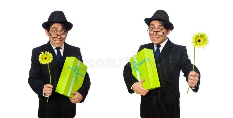 O homem engraçado com flores e caixa imagem de stock