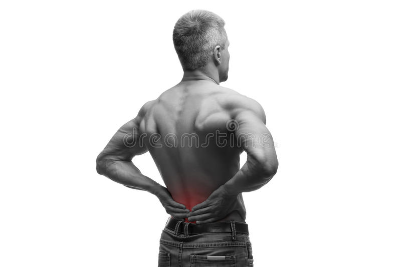 O homem envelhecido meio com dor nas costas, corpo masculino muscular, estúdio isolou o tiro no fundo branco com ponto vermelho fotografia de stock