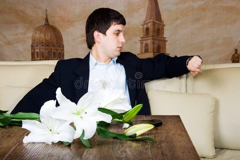 O homem está esperando foto de stock royalty free