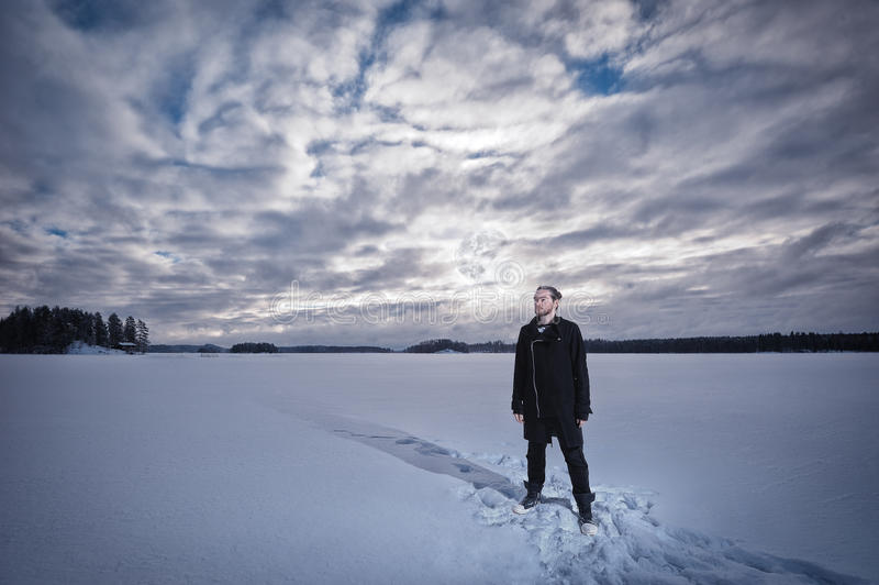O homem está estando no lago imagens de stock royalty free