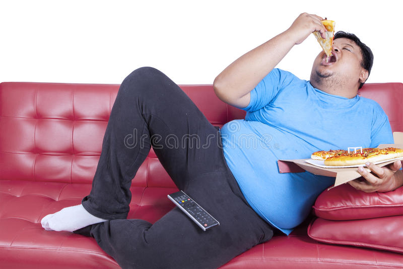 O homem excesso de peso come a pizza 1 fotografia de stock royalty free