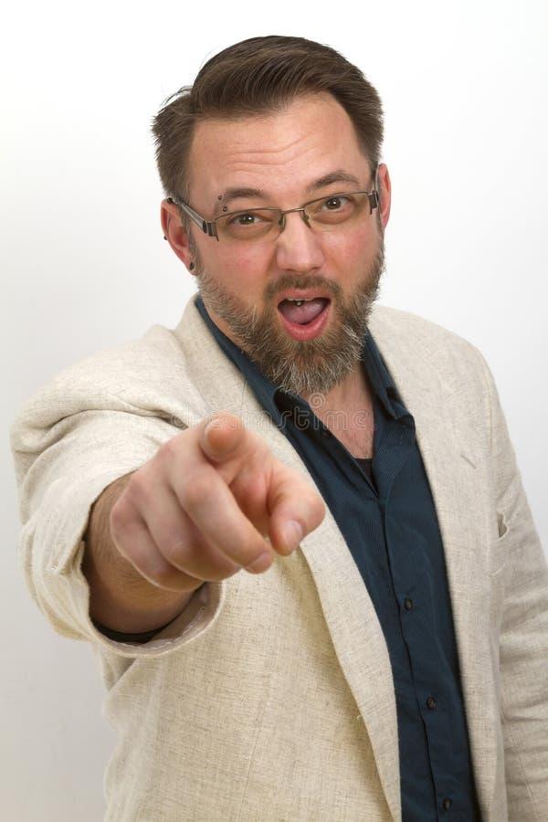 O homem farpado está chamando e gesticula com seu dedo foto de stock royalty free