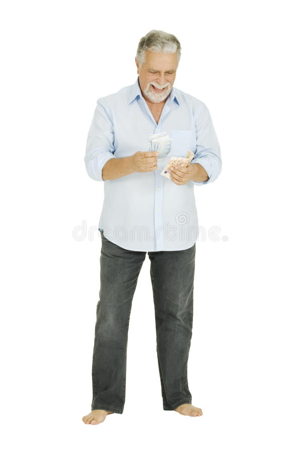 O homem idoso conta o dinheiro foto de stock