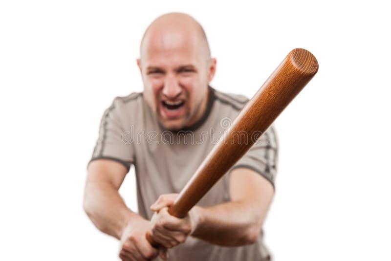 O homem irritado gritando entrega guardar o bastão do esporte do basebol fotografia de stock
