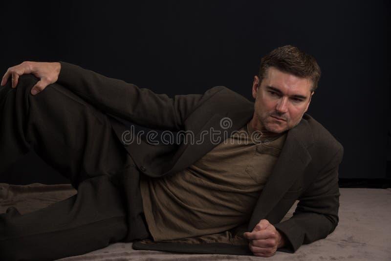 O homem levanta para a c?mera fotografia de stock royalty free