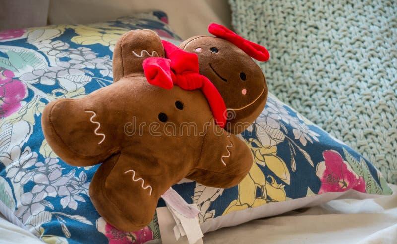 O homem macio do pão do gengibre do brinquedo isolou-se foto de stock royalty free