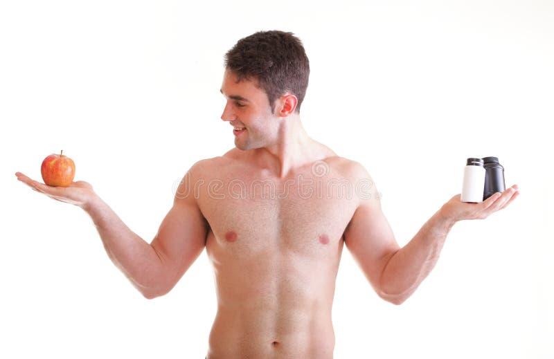 A vitamina ou a tabuleta do arrasto dos comprimidos encaixotam o homem dos suplementos isolado imagem de stock