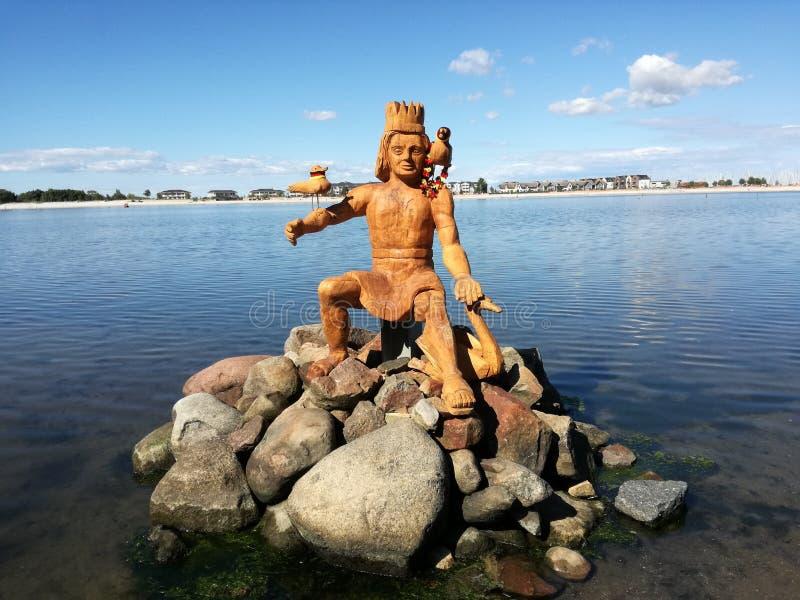 O homem no lago fotos de stock royalty free