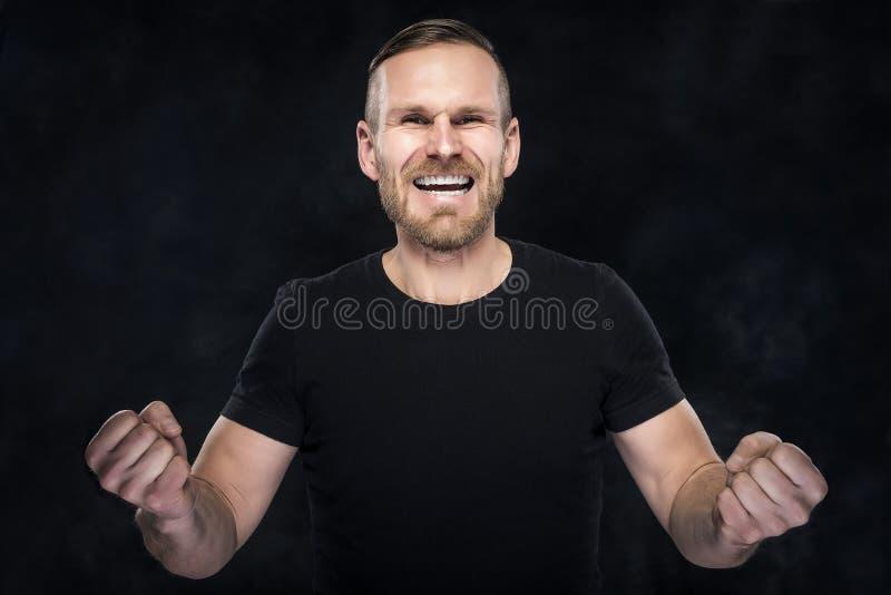O homem no preto comemora imagem de stock