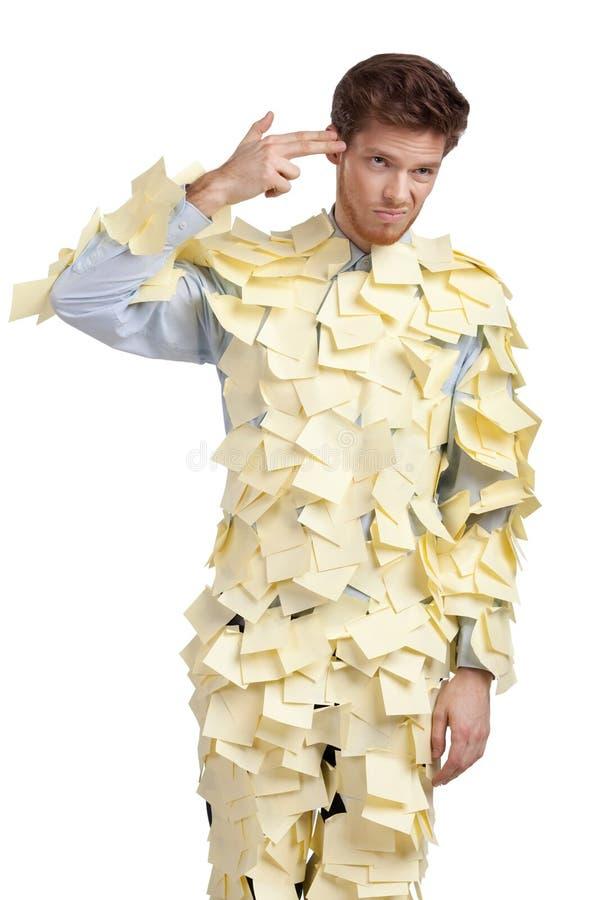 O homem novo coberto com as notas pegajosas amarelas imagem de stock royalty free