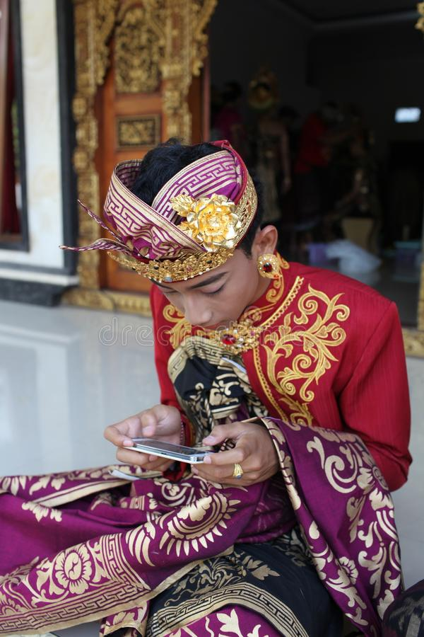 O homem novo do Balinese decorou devido à cerimônia de Potong Gigi - dentes do corte, ilha de Bali, Indonésia imagens de stock royalty free