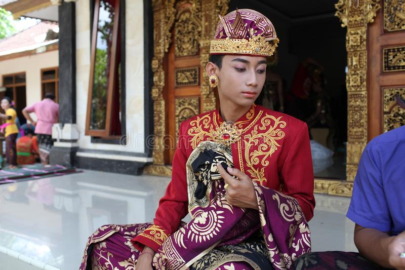 O homem novo do Balinese decorou devido à cerimônia de Potong Gigi - dentes do corte, ilha de Bali, Indonésia imagem de stock royalty free