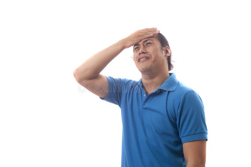 O homem novo mostra o gesto do pesar fotos de stock