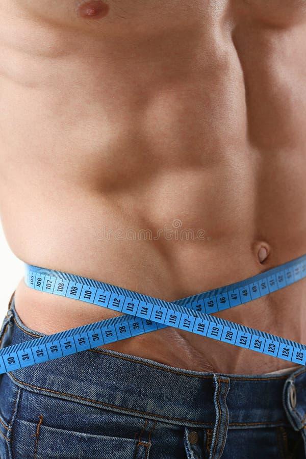 O homem perdeu agradecimentos do peso a uma dieta e bombeou a imprensa fotos de stock royalty free